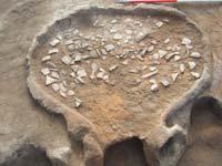 Árpád-kori kemence amelynek alját edénytöredékekkel rakták ki