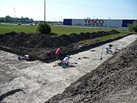 Szentesfa ásatás munkában a régész és a régészhallgatók