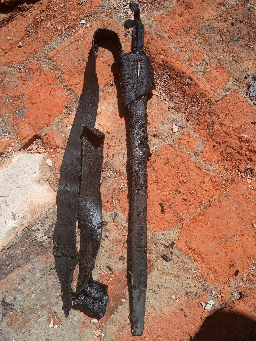 I. világháborús bajonett, abban az állapotban, ahogy a földből előkerült