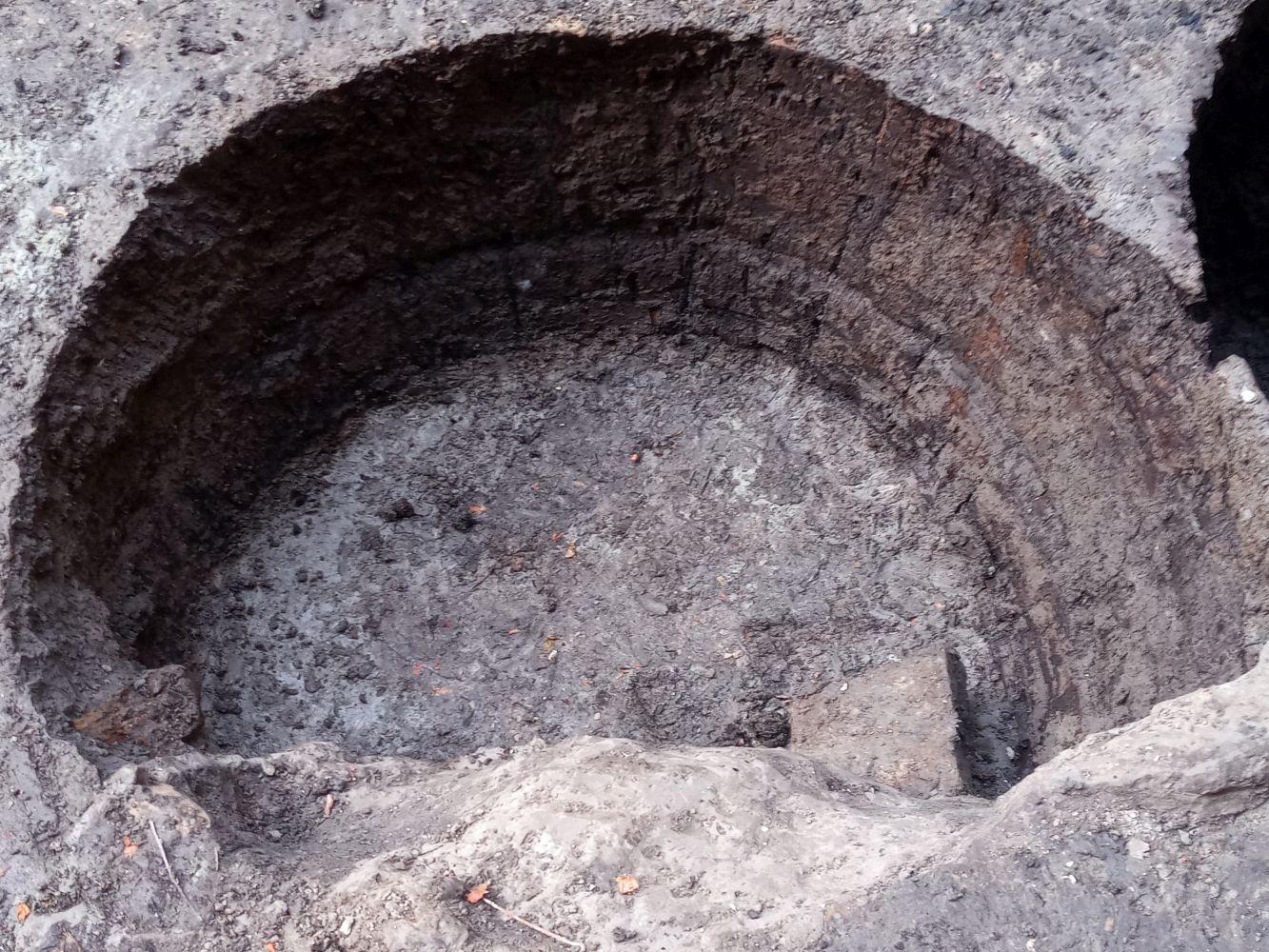 földbeásott hordó belülről kibontva (17-18. sz.)